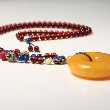 Amber Necklace White Color 01