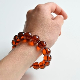 Faceted Cognac Color Genuine Baltic Amber Wristbracelet 13.5 mm 22 grams