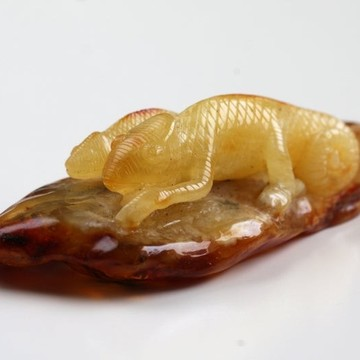 Antique Baltic Amber Chinese Good Luck Lizard Cameleon Sculpture Hand Carved Milky White Amber Feng Shui Zodiac